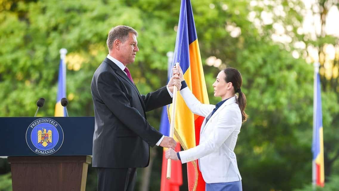 galerie foto:ceremonie de inmanare a drapelului la cotroceni Galerie Foto:Ceremonie de inmanare a drapelului la Cotroceni FB IMG 1469162358355