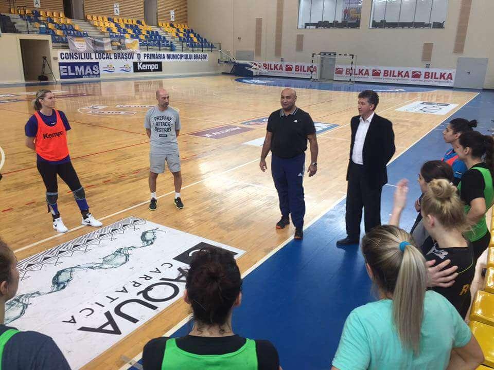 """Dragoș Dobrescu: """"Jucătoare de valoare sunt, nu văd de ce nu ar ieşi şi rezultatele pozitive"""" Dragoș Dobrescu: """"Jucătoare de valoare sunt, nu văd de ce nu ar ieşi şi rezultatele pozitive"""" FB IMG 1487753790768"""