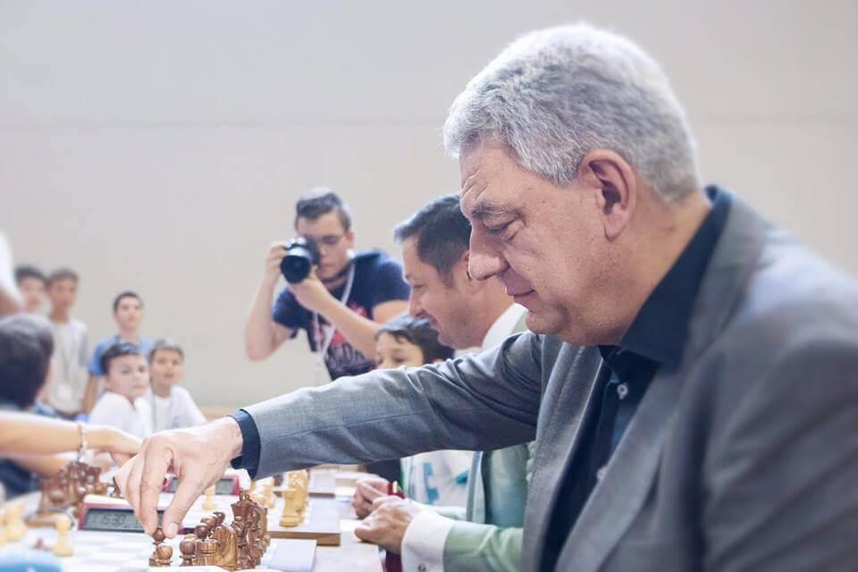 Mihai Tudose: Va încuraja practicarea sahului de către copii și tineri! Mihai Tudose: Va încuraja practicarea sahului de către copii și tineri! tudose foto facebook