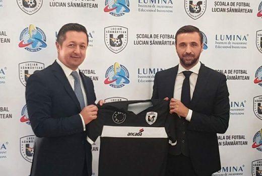 lucian sănmărtean și-a deschis o școală de fotbal Lucian Sănmărtean și-a deschis o școală de fotbal 20171213 133038 520x350  Home 20171213 133038 520x350